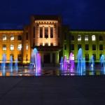 山梨県庁別館、五輪カラーで「インスタ映え」