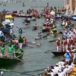水の都「ベネチア」は大小のボートで大渋滞