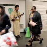 RATP公認、パリの地下鉄駅に沖縄三線の響き