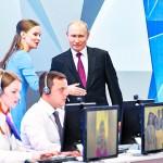 プーチン大統領(後列右)