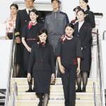 JAL、女性CAの制服にパンツスタイル初採用