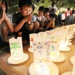 長崎市の平和公園で、キャンドルに平和の祈り
