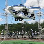 電動プロペラで空中移動、「空飛ぶ車」実験公開