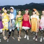 義足女性が主役、パラ選手らファッションショー