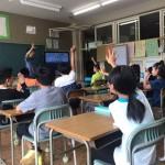 小学生がアニメで選挙の意義を学ぶ出前授業