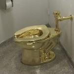 英宮殿で展示中の「黄金のトイレ」が盗まれる