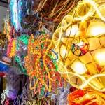 パロルと呼ばれる電飾を施した伝統的なランタンも人気アイテムだ