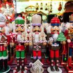 兵隊を模ったノスタルジックな木製の人形