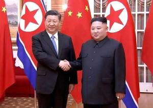 金正恩朝鮮労働党委員長(右)と習近平国家主席
