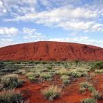 世界最大級の一枚岩、豪のウルルに駆け込み客