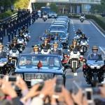ご即位パレードの車列が続く(20191110)
