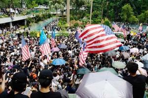 香港のデモ隊