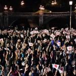 皇居前広場で天皇陛下に手を振る観衆(20191109)