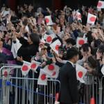 御即位パレードで天皇陛下を待ち構える国民(20191110)