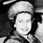 エリザベス英女王、毛皮は今後着ないと決める