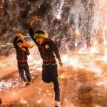 「気球祭り」、降り注ぐ火の粉にご注意!