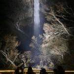 落差97m、「華厳の滝」で初のライトアップ