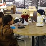 「お好みは?」 ロボット接客サービスを実験