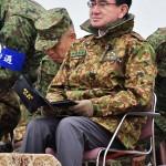 視察のため演習場に到着した河野太郎防衛相 =12日午後、千葉県・習志野演習場