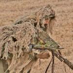 ギリースーツで偽装した陸自の狙撃手 =12日午後、千葉県・習志野演習場