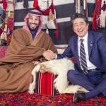 ムハンマド皇太子(左)と安倍晋三首相