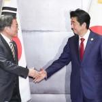 文在寅大統領(左)と安倍晋三首相
