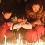 阪神大震災から25年、6434本の明かりで追悼