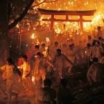 人々魅了する伝統の火祭り「お燈まつり」