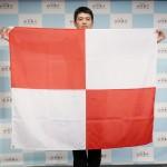 赤と白の格子模様の旗で津波警報を伝達