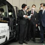 赤羽国交相、公共交通にマスクを優先的に供給