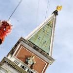 「天使の飛行」、鐘楼から舞い降りる天使
