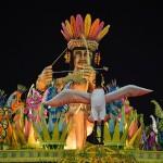 サンバパレードが開幕、日本人も多数参加