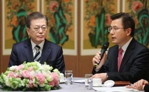 文在寅大統領(左)と黄教安代表