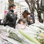 地元市民ら、志村けんさんゆかりの木に献花