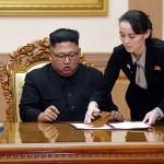 金正恩朝鮮労働党委員長と右は妹の金与正氏