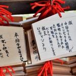 願い事が書かれた絵馬。志村けんさんが亡くなってから目に見えて参拝客が減った =4日午後、京都市の清水寺