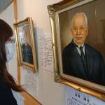 富山県ゆかりの郷土の先賢20人の肖像画を展示