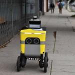今こそ出番! 走って料理を運ぶ宅配ロボット