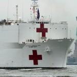米海軍の病院船「コンフォート」がNYに到着
