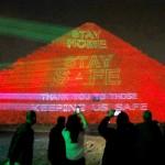 「家にいて」、ギザのピラミッドも呼び掛け