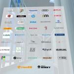 メイン会場であるパラリアルトーキョー入り口には様々な企業のブースが並ぶ