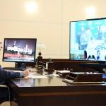 3日、モスクワ郊外ノボオガリョボで、燃料流出問題に関するテレビ会議に臨むロシアのプーチン大統領(AFP時事)