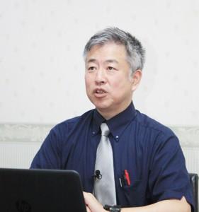 動画サイト「ユーチューブ」のライブ配信で語る坂東忠信氏-27日、千葉県市川市