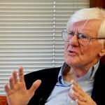 「世界社会主義者ウェブサイト」のインタビューに応えるゴードン・ウッド・ブラウン大学名誉教授(同サイトの動画より)