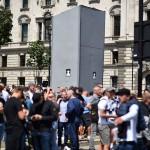 100人以上逮捕、英国で反人種差別デモが拡大