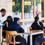 財政苦境にあえぐ中東諸国で、経済再開を急ぐ