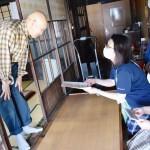湯沢市、全独居高齢者を職員による見守り訪問