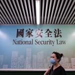 28日、香港で、街頭に掲げられている「国家安全維持法」(国安法)のポスター(AFP時事)