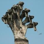 ラオスの公園の像。ナーガに守られたブッダ。