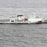 大口径の砲を搭載した1万トン級の中国海警船。世界最大級の巡視船とされる(海上保安庁提供)